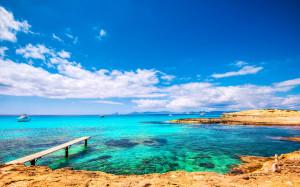 Formentera-Playa-de-ses-Illetes-iStock_000045006630_Large-2